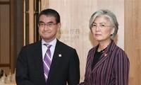 ญี่ปุ่นและสาธารณรัฐเกาหลีเห็นพ้องสนทนาเพื่อแก้ไขปัญหาด้านประวัติศาสตร์