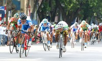 Khai mạc giải đua xe đạp Về Trường Sơn