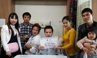 Người Việt ở Hàn Quốc giúp đỡ đồng hương bị tai nạn