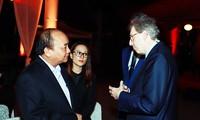 Thủ tướng Nguyễn Xuân Phúc gặp mặt các doanh nhân quốc tế tại Văn Miếu Quốc Tử giám