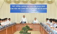 Thủ tướng Nguyễn Xuân Phúc làm việc với lãnh đạo Thành phố Hồ Chí Minh
