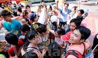 """Giới trẻ Thủ đô lan tỏa yêu thương trong ngày hội """"Ôm quốc tế"""""""