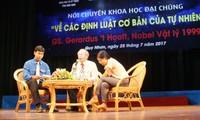 Giáo sư đạt giải Nobel Vật lý Gerardus't Hooft giao lưu với người yêu khoa học Việt Nam