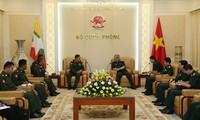 Thứ trưởng Bộ Quốc phòng Việt Nam tiếp Phó Tổng cục trưởng Tổng cục An ninh - Quân sự Myanmar