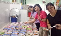 Hội từ thiện Đồng hương Việt - Đài tặng suất ăn cho trẻ em mồ côi và người khuyết tật