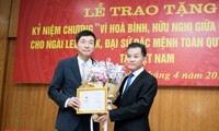 """Đại sứ Hàn Quốc tại Việt Nam được tặng Kỷ niệm chương """"Vì hòa bình hữu nghị giữa các dân tộc"""""""