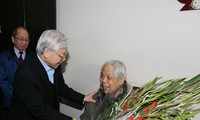 Tổng Bí thư Nguyễn Phú Trọng thăm nguyên Tổng Bí thư Đỗ Mười và nguyên Chủ tịch nước Lê Đức Anh