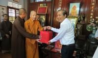 Phó Thủ tướng thường trực Chính phủ Trương Hòa Bình thăm các chức sắc Phật giáo tại Huế