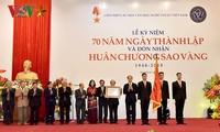 Liên hiệp các Hội VH-NT Việt Nam đón nhận Huân chương Sao Vàng