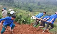 Tặng ruộng bậc thang cho đồng bào Mông canh tác, nâng cao đời sống