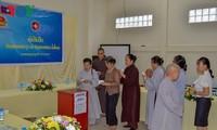 Người Việt Nam tại Lào tiếp tục quyên góp tiền ủng hộ người dân Attapeu