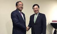 Phó Thủ tướng, Bộ trưởng Ngoại giao Phạm Bình Minh tiếp xúc song phương bên lề Hội nghị BTNG ASEAN