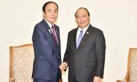 Thủ tướng Nguyễn Xuân Phúc tiếp Thống đốc tỉnh Saitama, Nhật Bản