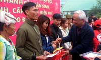 """Phó Chủ tịch Quốc hội Uông Chu Lưu dự chương trình """"Tết sum vầy"""" tại tỉnh Thanh Hóa"""