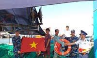 Cảnh sát biển vùng 2 đồng hành với ngư dân
