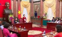 Phó CTN Nguyễn Thị Doan tiếp đoàn cán bộ, giáo viên tiêu biểu trong giáo dục học sinh khuyết tật