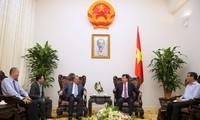 Phó Thủ tướng Trịnh Đình Dũng tiếp giáo sư John A.Quelch