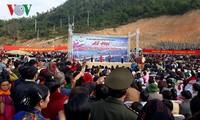 Lễ hội đua thuyền truyền thống ở Sơn La