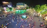 Hà Nội sẽ xây dựng kế hoạch cải tạo lại không gian phố đi bộ Hồ Gươm
