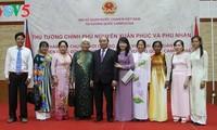 Thủ tướng Nguyễn Xuân Phúc gặp cộng đồng người Việt Nam tại Campuchia