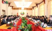 Thủ tướng Nguyễn Xuân Phúc hội đàm với Thủ tướng CHDCND Lào Thongloun Sisoulith.