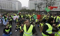 Yellow vest protest movement spreads to UK, Portugal