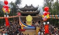 วันที่๗ตรุษตเต๊ตปีมะเส็ง๒๐๑๓ ท้องถิ่นต่างๆได้มีการจัดงานเทศกาลแห่งวสันต์อย่างคึกคัก