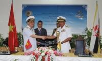กองทัพเรือเวียดนามและบรูไนจัดตั้งโทรศัพท์สายด่วน