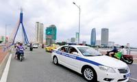 Hệ thống xe buýt con thoi đảm bảo di chuyển cho phóng viên tham dự APEC
