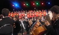Dạy tiếng Việt và âm nhạc truyền thống - cách truyền bá văn hóa VN tại Pháp