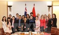 Chủ tịch Quốc hội thăm và làm việc với cán bộ, nhân viên Đại sứ quán Việt Nam tại Australia