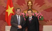Phó Chủ tịch Quốc hội Phùng Quốc Hiển tiếp Đoàn đại biểu Hạ viện Canada