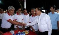Thủ tướng Nguyễn Xuân Phúc thăm mô hình hội quán của người nông dân Đồng Tháp