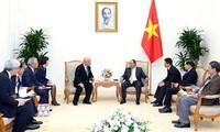Thủ tướng Nguyễn Xuân Phúc tiếp cố vấn nội các của Thủ tướng Nhật Bản