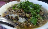 Ấm áp hương vị bánh đúc nóng mùa Đông Hà Nội