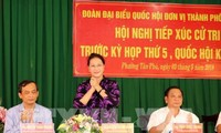 Chủ tịch Quốc hội tiếp xúc cử tri ở quận Cái Răng, thành phố Cần Thơ