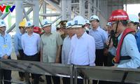 Phó Thủ tướng Trịnh Đình Dũng kiểm tra công tác chuẩn bị vận hành thử nghiệm lò cao số 2 của Fomosa
