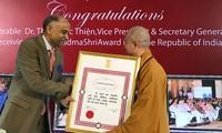 Thượng tọa Thích Đức Thiện - người Việt Nam đầu tiên được nhận Huân chương Padma Shri của Nhà nước Ấ