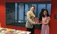 Trao tặng 41 cuốn sách quý về Việt Nam cho Thư viện Đại học Leiden, Hà Lan