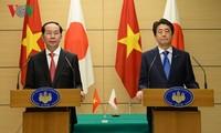 Chủ tịch nước Trần Đại Quang và Thủ tướng Nhật Bản Shinzo Abe đồng chủ trì họp báo