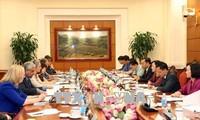 Trưởng Ban Dân vận Trung ương làm việc với Nhóm Điều phối chính sách giới của các Đại sứ