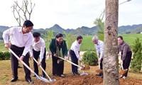 Phó Chủ tịch Thường trực Quốc hội Tòng Thị Phóng tiếp xúc cử tri tỉnh Sơn La