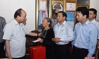 Thủ tướng Nguyễn Xuân Phúc kiểm tra mô hình nông thôn mới kiểu mẫu tại tỉnh Hà Tĩnh