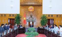 Thủ tướng Nguyễn Xuân Phúc tiếp các nhà đầu tư vào Bạc Liêu