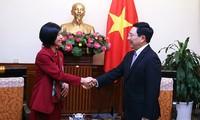 Phó Thủ tướng, Bộ trưởng Bộ Ngoại giao Phạm Bình Minh tiếp Đại sứ Canada chào từ biệt