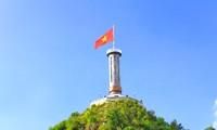 Nhà thơ Hùng Đình Quý và chuyện cột cờ trên đỉnh Lũng Cú