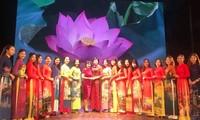 Rực rỡ sắc màu trang phục truyền thống các nước ASEAN