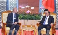 Thủ tướng tiếp Chủ tịch Điều hành châu Á-Thái Bình Dương của Google và Chủ tịch kiêm Tổng Giám đốc Tập đoàn GE Global