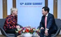 Phó Thủ tướng, Bộ trưởng Ngoại giao Phạm Bình Minh tiếp xúc song phương nhân dịp Hội nghị Cấp cao Á-Âu (ASEM 12)