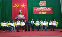 Trao tặng 50 căn nhà tình nghĩa cho các gia đình khó khăn tỉnh Vĩnh Long